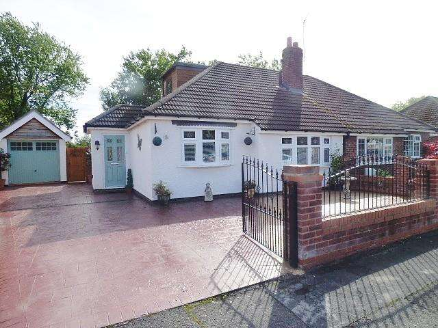 2 Bedrooms Bungalow for sale in Barnes Avenue, Fearnhead, Warrington