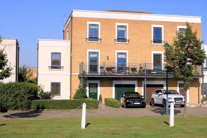 5 Bedrooms Town House for sale in Boundary way, The Garrison, Southend