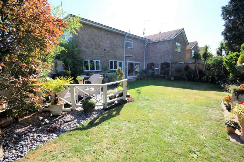 3 Bedrooms Flat for sale in East View Close, Wargrave, Reading, RG10