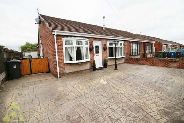 2 Bedrooms Semi Detached Bungalow for sale in West Lake Grove, Hindley Green, WN2