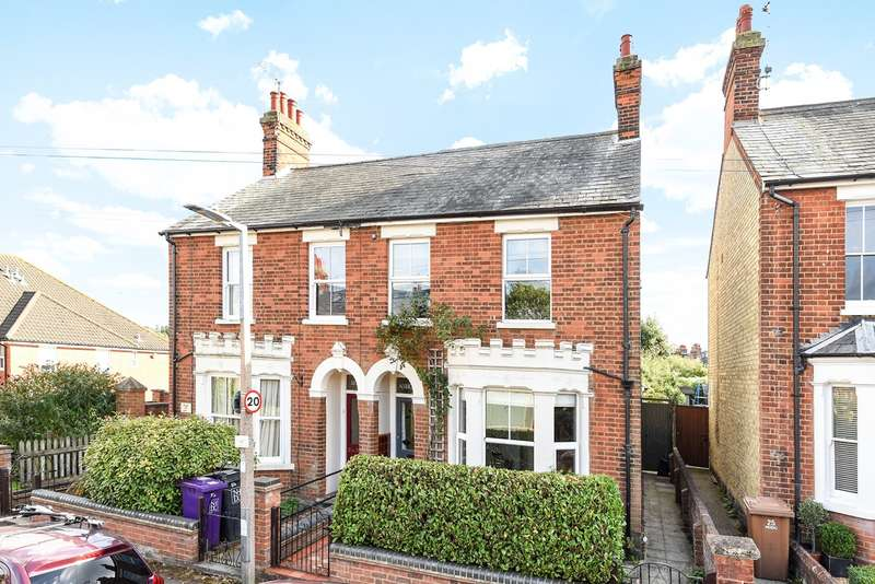 3 Bedrooms Semi Detached House for sale in Baliol Road, Hitchin, SG5