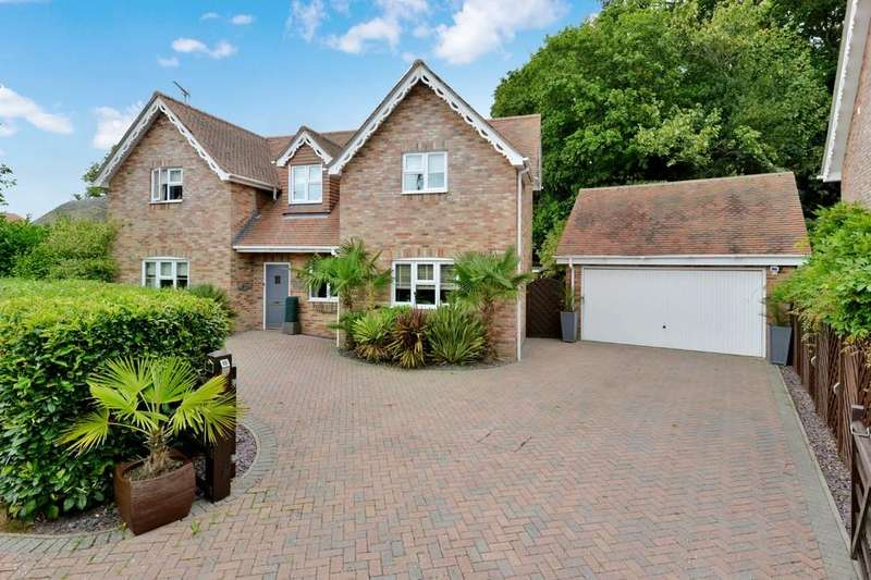4 Bedrooms Detached House for sale in Woodside Lane, New Milton