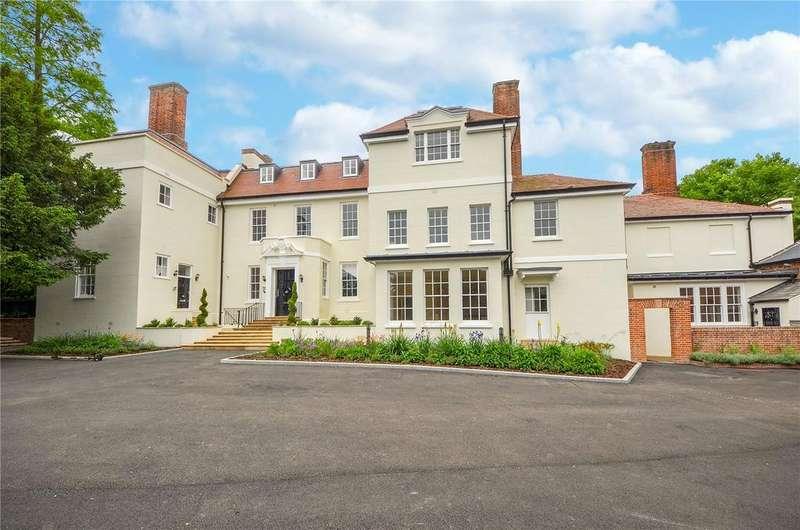 3 Bedrooms Flat for sale in Kingsmoor House, Harlow, Essex, CM19