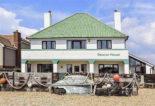 6 Bedrooms Detached House for sale in 26 Marine Drive, West Wittering.