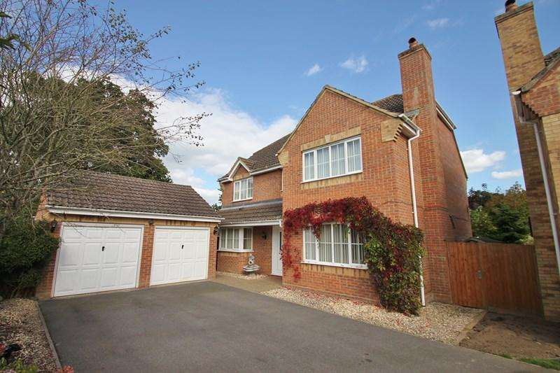 5 Bedrooms Detached House for sale in Field Place, Verwood