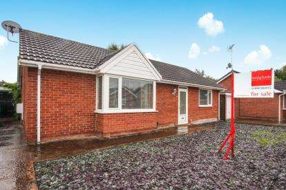 2 Bedrooms Bungalow for sale in Osprey Avenue, Winsford, Cheshire, United Kingdom