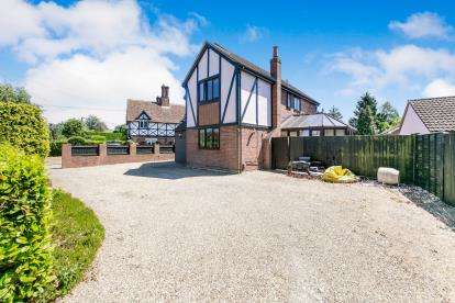 4 Bedrooms Detached House for sale in Kingford, Colchester, Essex