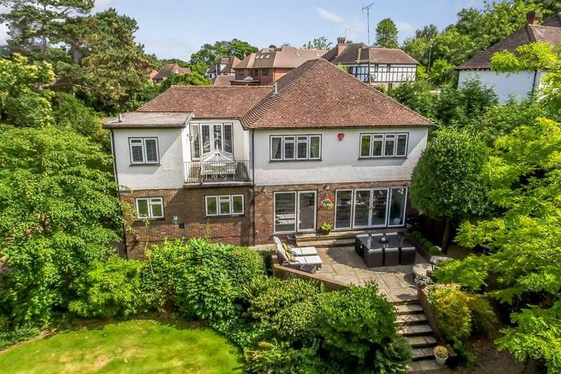 5 Bedrooms Detached House for sale in Tudor Close, Chislehurst, BR7 5LG