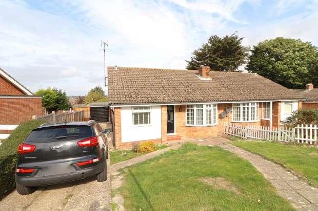 2 Bedrooms Bungalow for sale in Salisbury Close, Eastbourne, BN22