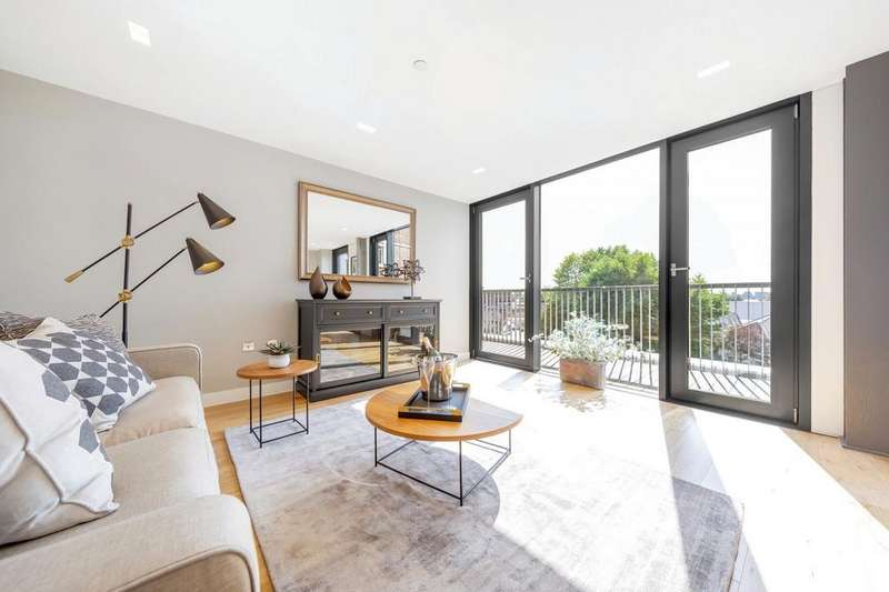 2 Bedrooms Flat for sale in Sandhurst Court, Acre Lane, London, London SW2