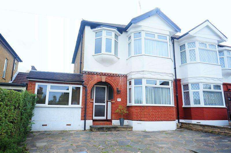 4 Bedrooms Semi Detached House for sale in Aberdale Gardens, Potters Bar