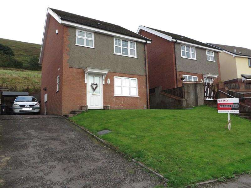 3 Bedrooms Detached House for sale in Oak Road, Tanglewood, Blaina