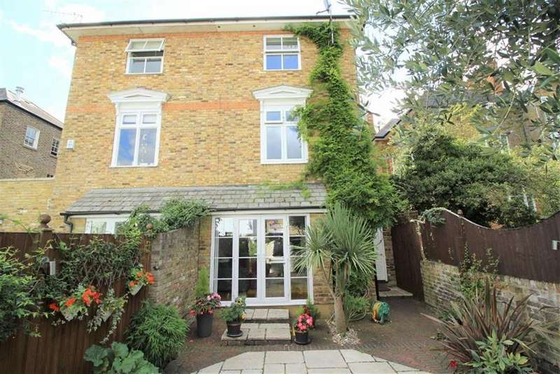 4 Bedrooms Town House for sale in Osbourne Mews, Windsor, Berkshire
