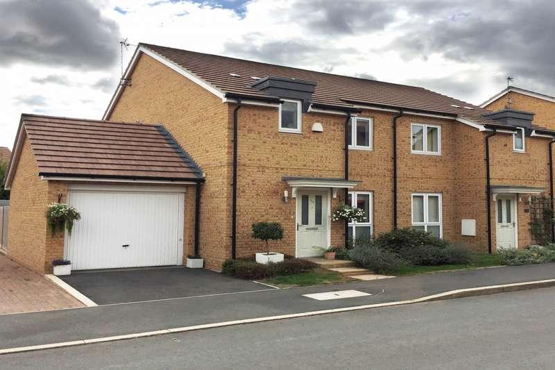 3 Bedrooms Semi Detached House for sale in Greensleeves Dr, Aylesbury, HP18