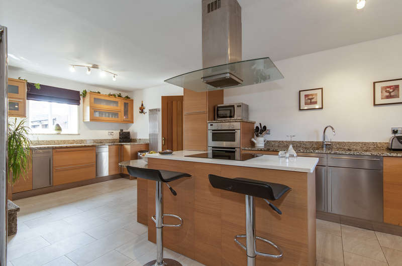 4 Bedrooms Semi Detached House for sale in Balmoral Court, Hemington
