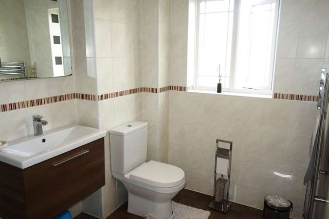 4 Bedrooms Detached House for sale in Juno Close Glenfield LE3