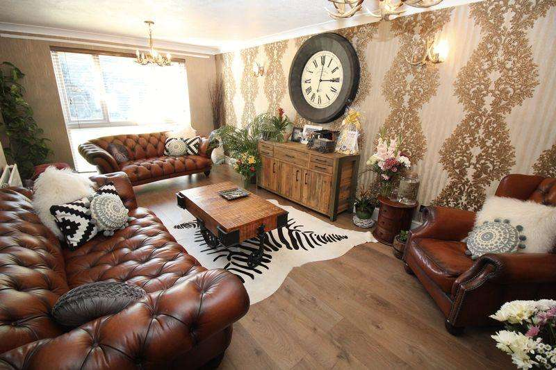 4 Bedrooms Detached House for sale in Southgate, Crawley