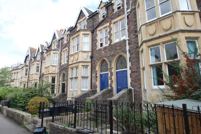 2 Bedrooms Flat for sale in Christchurch Road, Clifton, Bristol BS8 4EF