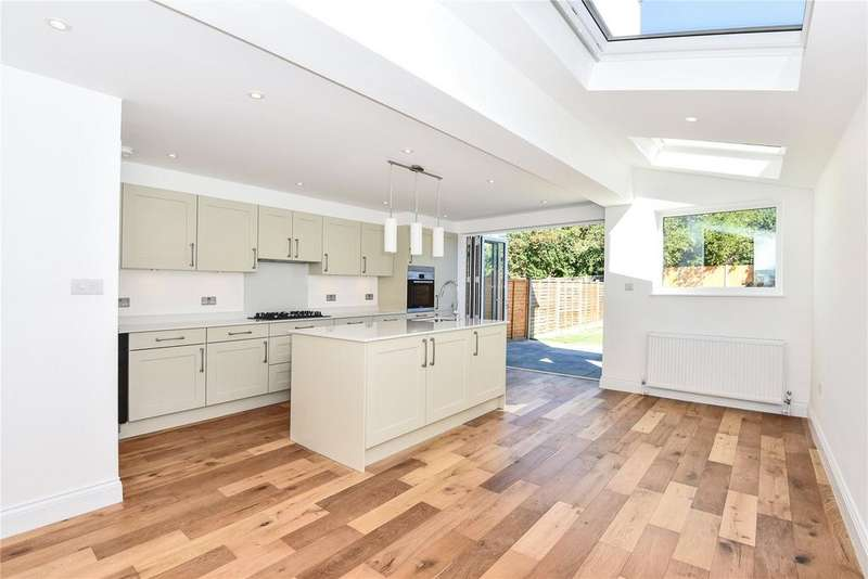 4 Bedrooms Terraced House for sale in Whittington Road, Wood Green, London, N22