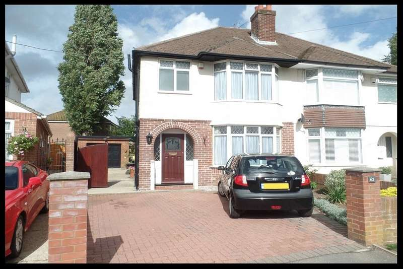 3 Bedrooms Semi Detached House for sale in Parkside Avenue, Millbrook, Southmpton SO16