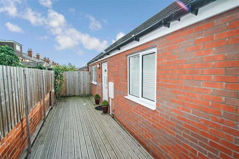 2 Bedrooms Bungalow for sale in Princess Street, Lincoln