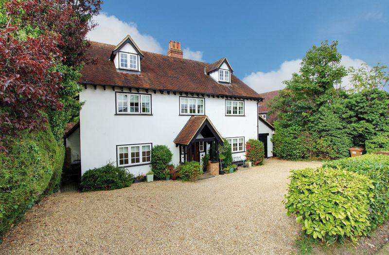 5 Bedrooms Detached House for sale in Hanyards Lane, Cuffley