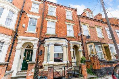 5 Bedrooms Terraced House for sale in Victoria Road, Northampton, Northamptonshire, Northants