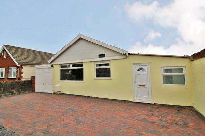 2 Bedrooms Bungalow for sale in Beach Road, Severn Beach