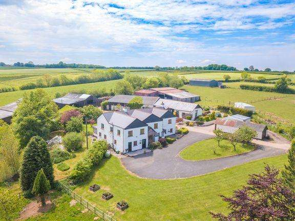 6 Bedrooms Farm House Character Property for sale in IMPRESSIVE COUNTRY SMALLHOLDING, WITH AIRCRAFT HANGER AND RUNWAY!