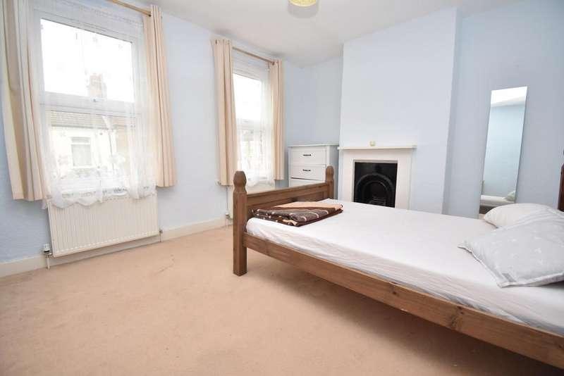 2 Bedrooms Terraced House for sale in Gunning Street London SE18