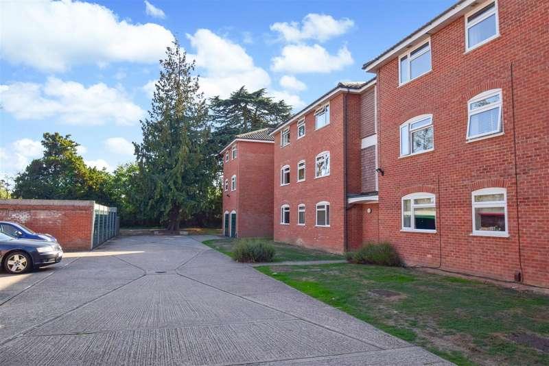 2 Bedrooms Flat for sale in Cobblers Close, Farnham Royal, SL2