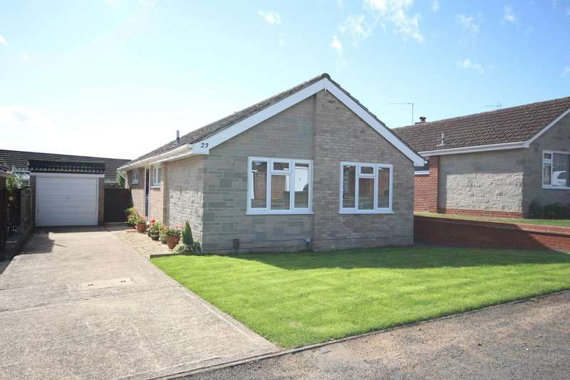 3 Bedrooms Detached Bungalow for sale in Hungerford Drive