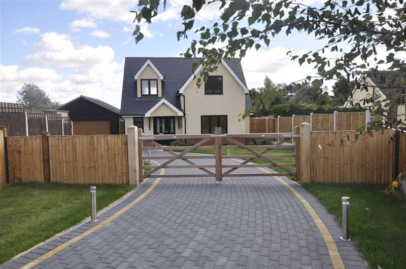 3 Bedrooms Detached House for sale in New House Ridley Road, Chelmsford
