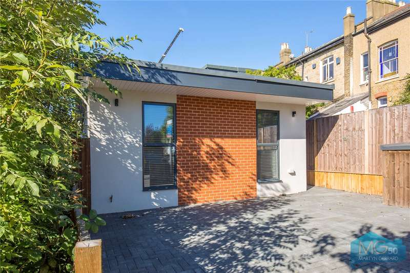 2 Bedrooms Detached Bungalow for sale in Torrington Grove, North Finchley, London, N12