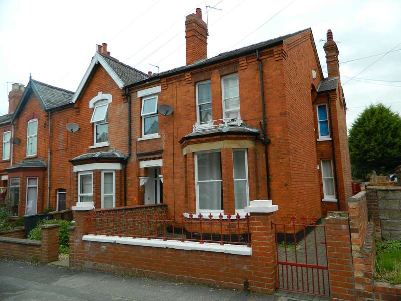 "5 Bedrooms Semi Detached House for sale in St Catherines Grove, Lincoln - ""11% GROSS YEILD"""