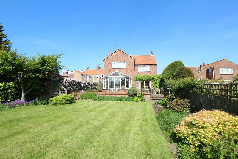 4 Bedrooms Detached House for sale in Southgate, Hornsea, HU18