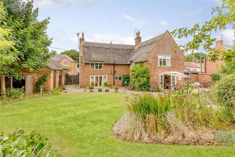 4 Bedrooms Detached House for sale in Hawthorne Road, North Kilworth, Lutterworth, Leicestershire