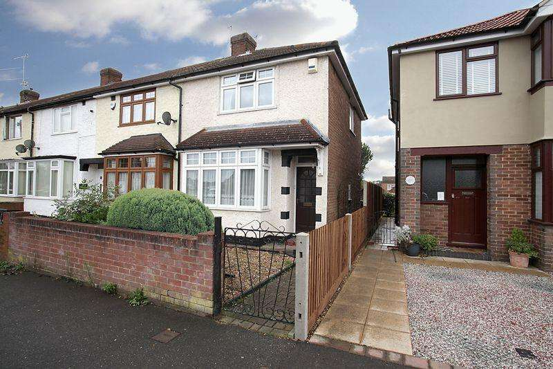 2 Bedrooms Terraced House for sale in ***Sought After Putteridge Catchment***
