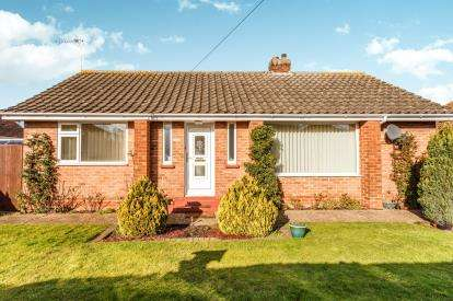 2 Bedrooms Bungalow for sale in Willow Drive, Louth