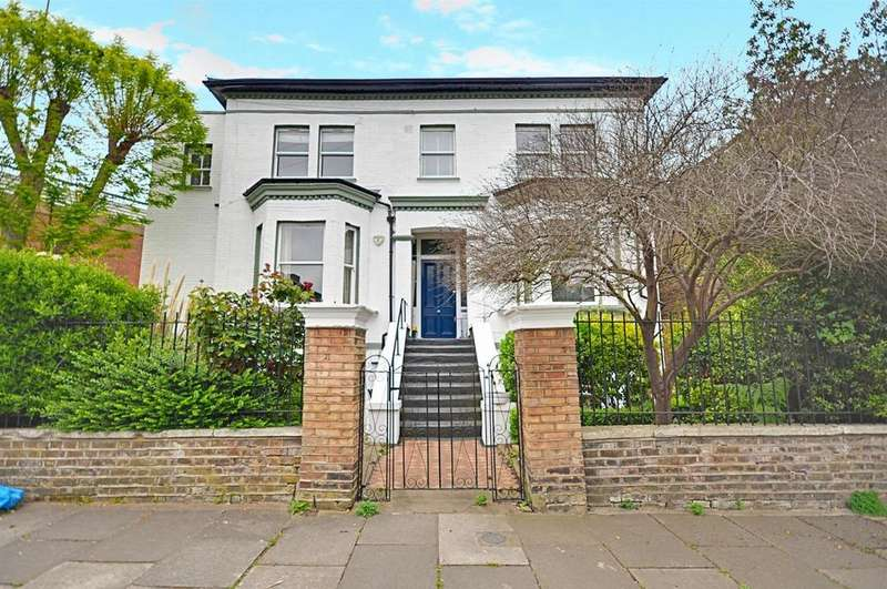 2 Bedrooms Flat for sale in Cambridge Road South, Chiswick, London
