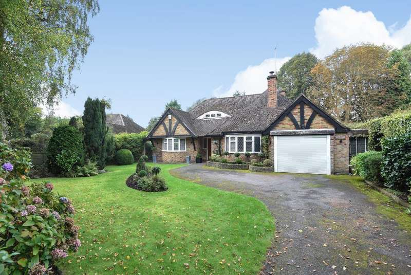 2 Bedrooms Detached Bungalow for sale in Chalfont Heights, Chalfont St Peter, SL9