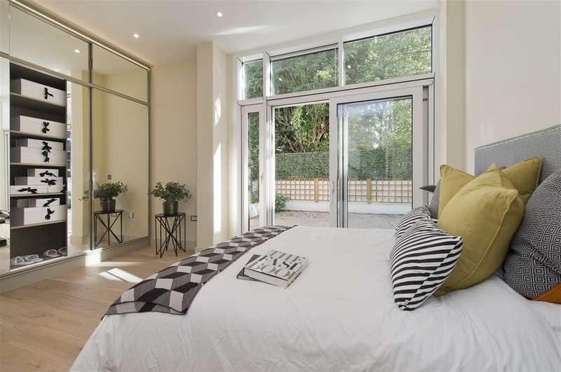2 Bedrooms Flat for sale in Brackenbury Road, Hammersmith