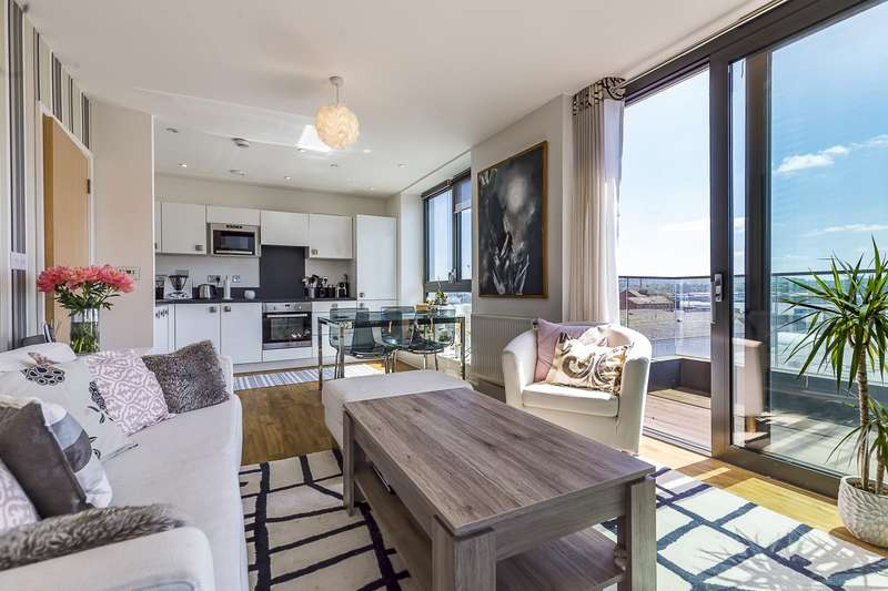 2 Bedrooms Flat for sale in Connaught Heights, Waterside Parks, E16