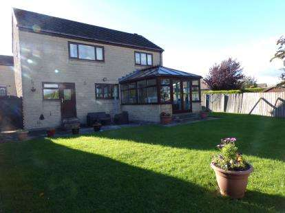 3 Bedrooms Detached House for sale in Alnwick Close, Ightenhill, Burnley, Lancs, BB12