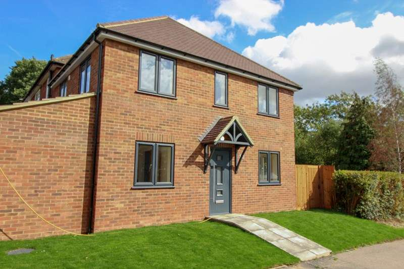 3 Bedrooms End Of Terrace House for sale in Alexandra Road, Borehamwood