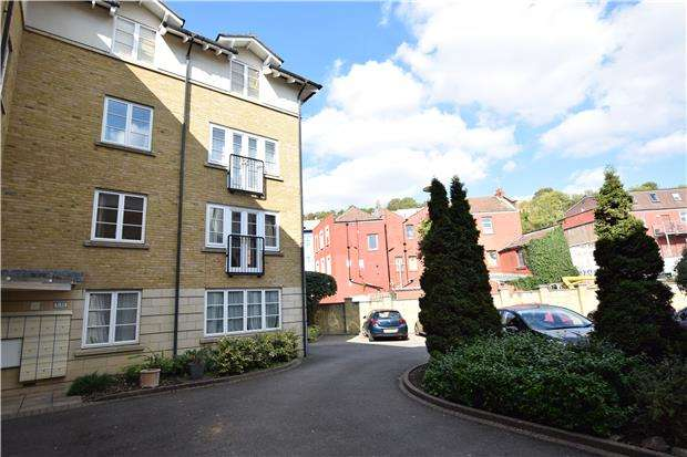 2 Bedrooms Flat for sale in Pooles Wharf Court, BRISTOL, BS8 4PB