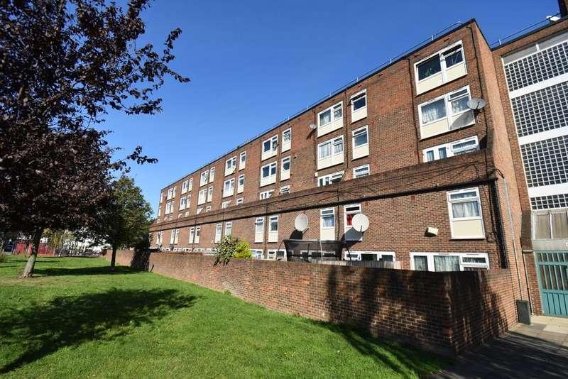 2 Bedrooms Maisonette Flat for sale in Plumstead High Street London SE18