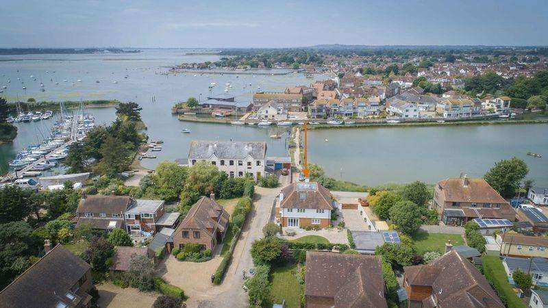 4 Bedrooms Detached House for sale in Slipper Road, Emsworth