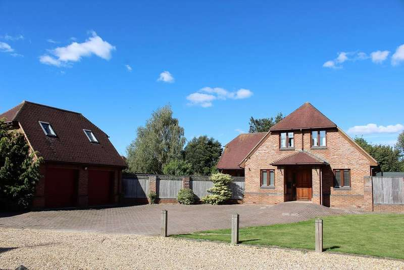 4 Bedrooms Detached House for sale in High Street, Arlesey, SG15