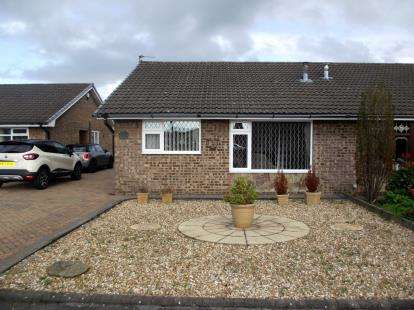2 Bedrooms Bungalow for sale in Redmain Grove, Lowton, Warrington, Greater Manchester